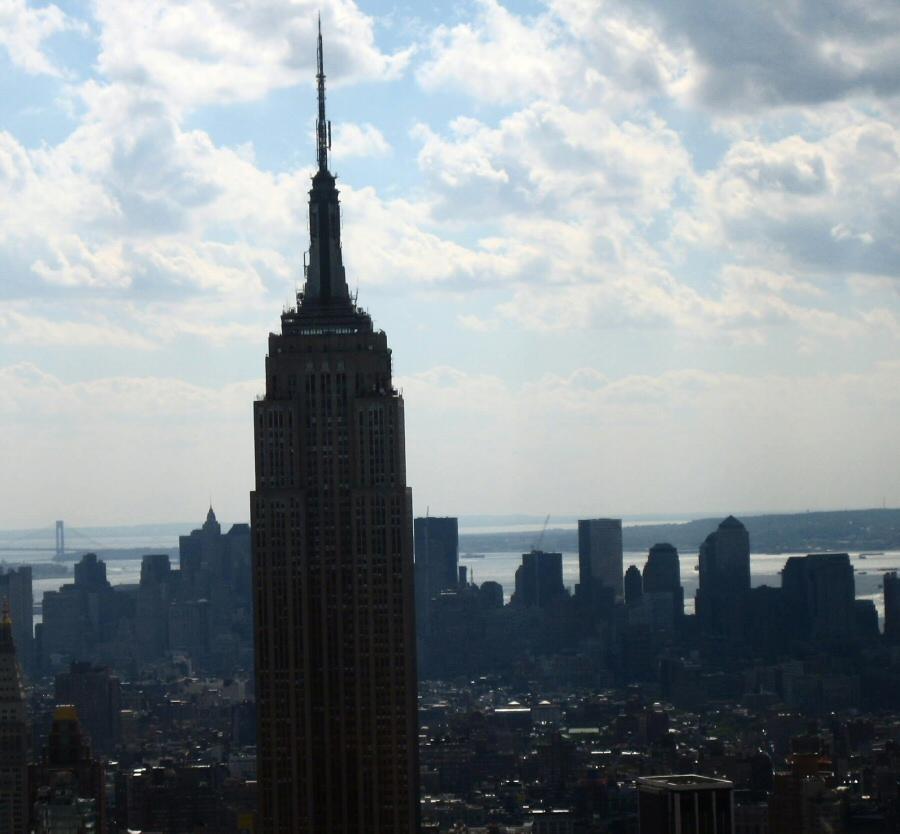 Vistas panorámicas del Empire State Building desde el mirador Top of the Rock en Nueva York