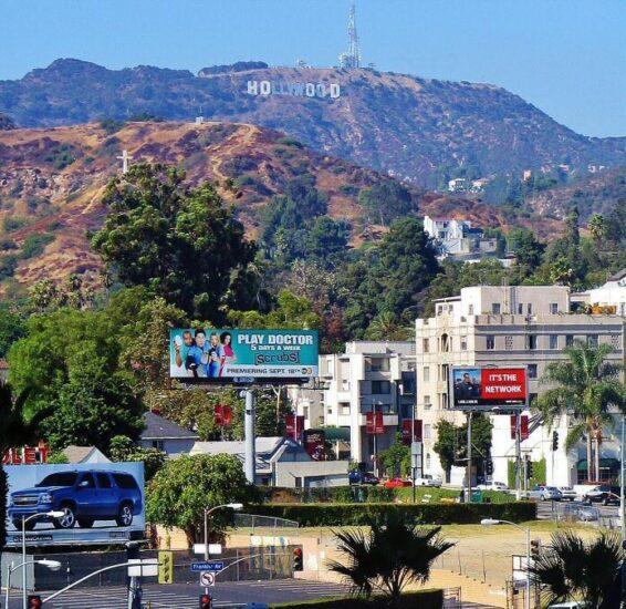 Cartel de Hollywood desde el Paseo de la Fama en Los Angeles