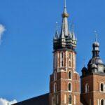 Torres de altura desigual en la Basílica de Santa María en Cracovia