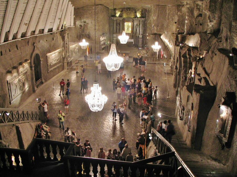 Gran sala de la capilla de Santa Kinga en las minas de Sal de Wieliczka en Cracovia