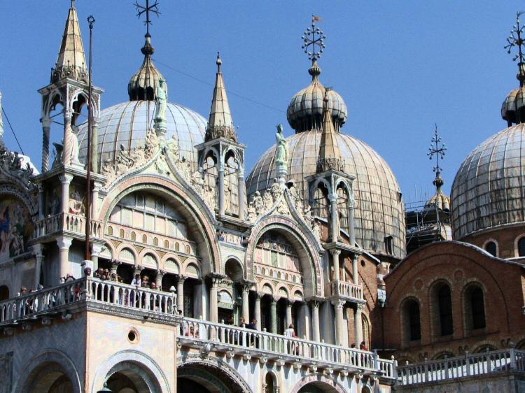 http://guias-viajar.com/wp-content/uploads/2009/07/fotos-venecia-basilica-san-marcos-003.jpg