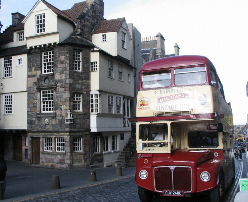 Casa medieval John Knox House en la Royal Mile de Edimburgo