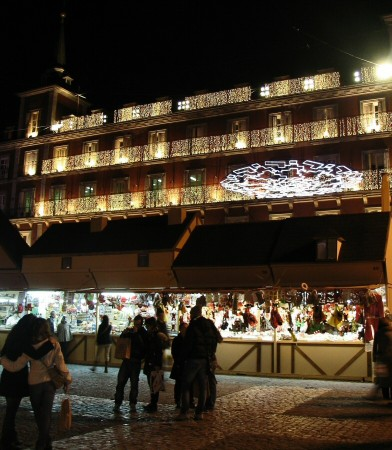 Mercadillo de Navidad de la Plaza Mayor de Madrid en España