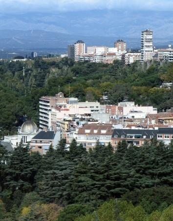 Vistas panorámicas de Madrid desde la terraza de la Cúpula de la Catedral de la Almudena en España