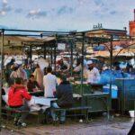 Ambiente al atardecer en plaza Jemaa El Fna en Marrakech