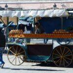 Puesto de zumo de naranja en la Plaza Jemaa El Fna de Marrakech - Marruecos