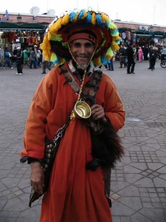 Aguador en la Plaza Jemaa El Fna de Marrakech - Marruecos