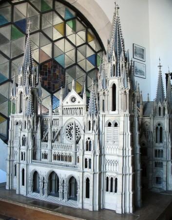 Maqueta del proyecto original neogótico de la Catedral de la Almudena de Madrid en España