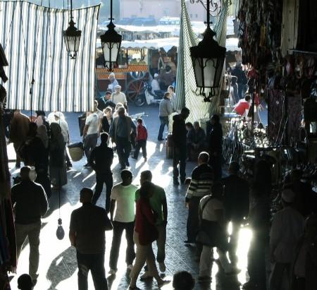 Entrada a los Zocos desde la Plaza Jemaa El Fna en Marrakech - Marruecos
