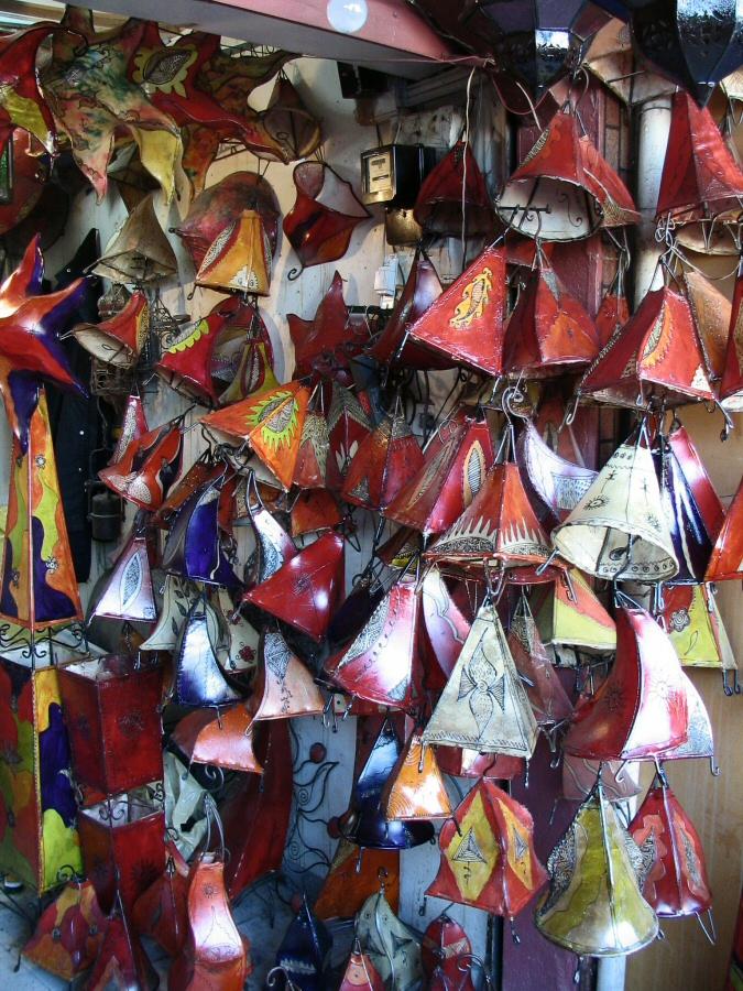 lmparas artesanales en los zocos de la medina de marrakech u marruecos