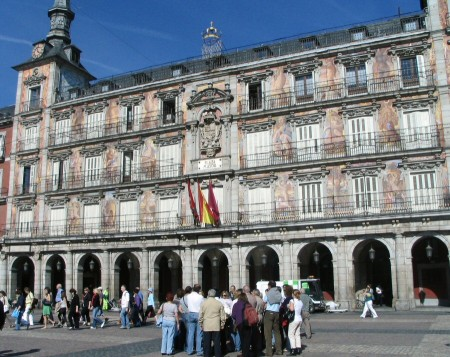 Grupo de visita guiada en la Plaza Mayor de Madrid