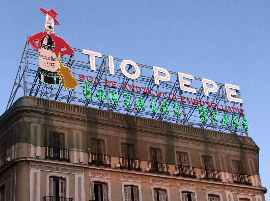 Cartel tio pepe en puerta del sol de madrid gu as viajar for Cartel tio pepe madrid