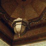 Techo decorado del Museo de Marrakech en el Palacio Mnebhi