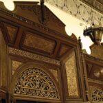 Puerta tallada del Museo de Marrakech en el Palacio Mnebhi