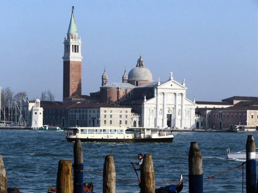 Iglesia de San Giorgio Maggiore frente a la Plaza de San Marcos de Venecia