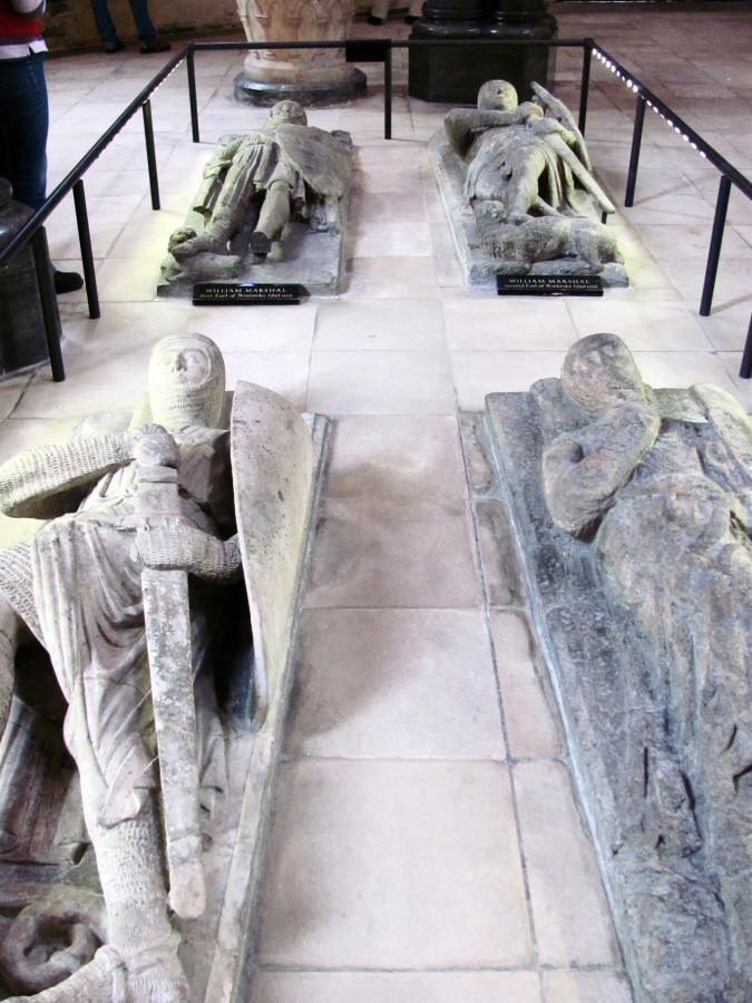 Efigies de mármol de caballeros templarios en la iglesia del Temple de Londres