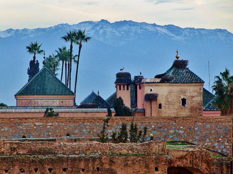 Cordillera del Atlas desde el palacio El Badí en la kasba de Marrakech