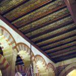Detalle decorativo del interior de la Mezquita de Córdoba en España