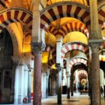 Bosque de columnas en la Mezquita de Córdoba en España