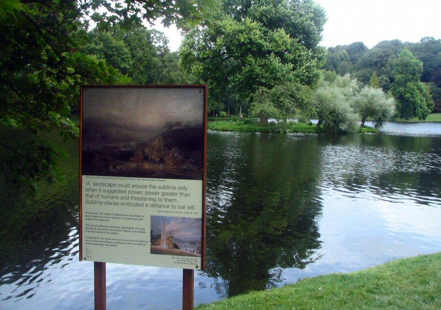 Cartel en memoria a los paisajes pintados por Turner inspirados en los Jardines de Stourhead