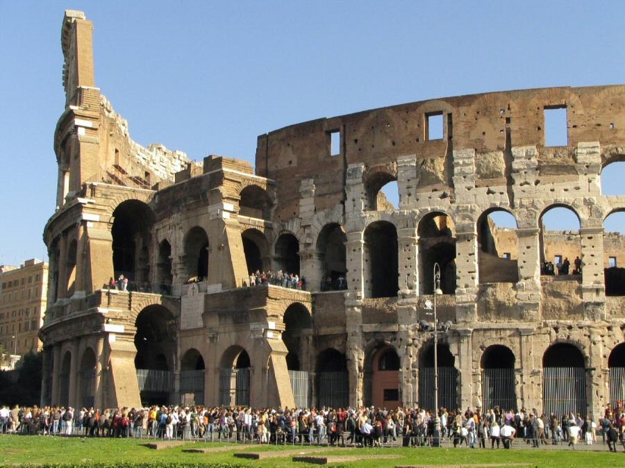 Coliseo, gran anfiteatro de Roma en Italia
