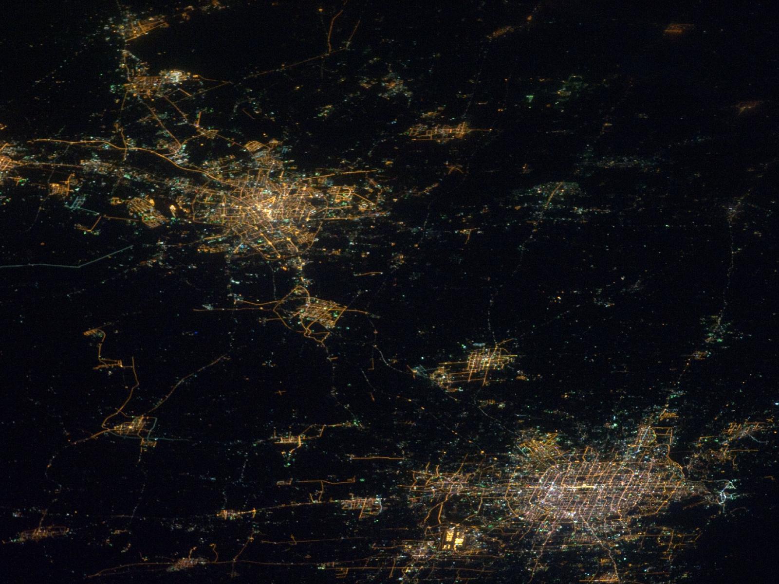 Foto nocturna de Pekín Beijing tomada desde el espacio
