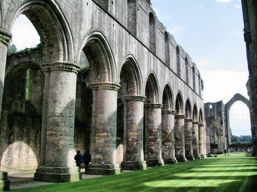 Fountains abbey y studley royal en inglaterra gu as viajar for Jardin de la abadia