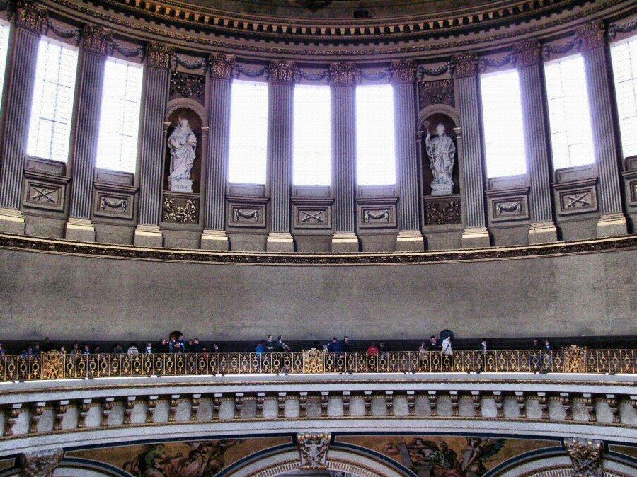 Galería de los Susurros en la cúpula de la Catedral de San Pablo en Londres