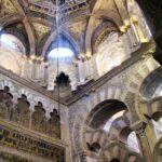 Arcos entrelazados en la macsura de la Mezquita de Córdoba