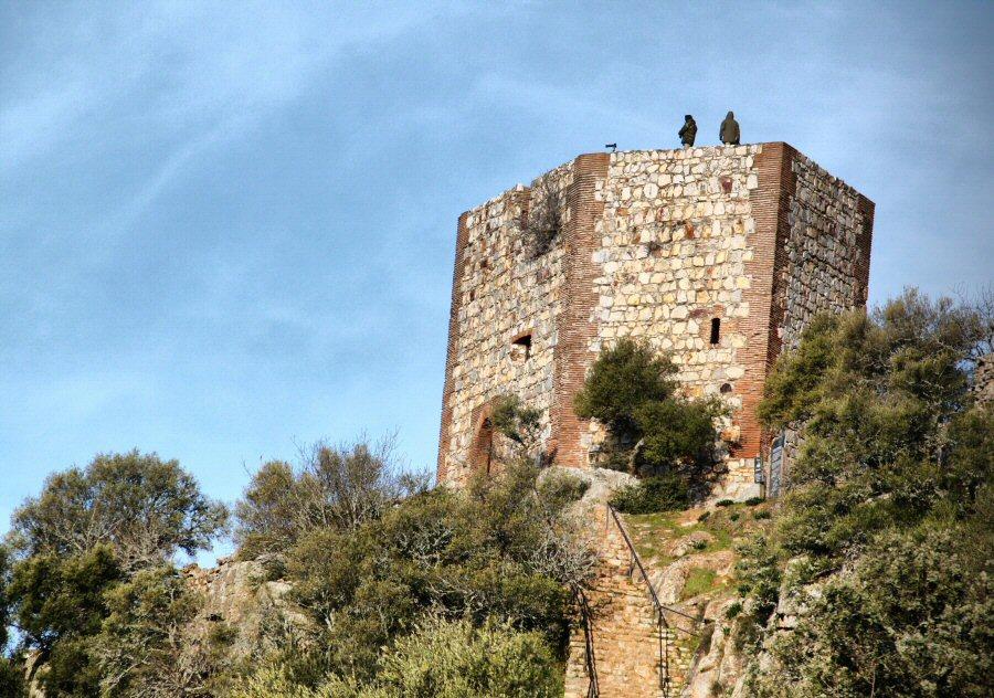 Torre del Homenaje del castillo del parque nacional de Monfrague en Extremadura