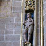 Figura escultórica en el interior de la Catedral Nueva de Plasencia