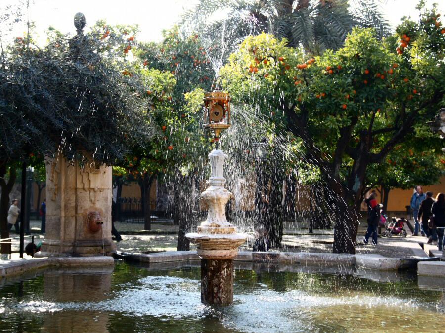 Patio naranjos en mezquita de c rdoba gu as viajar - Fuente para patio ...