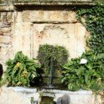 Fuente en los jardines del Alcázar de los Reyes Cristianos en Córdoba en Andalucía