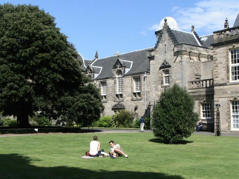 Histórica Universidad de St Andrews en Escocia