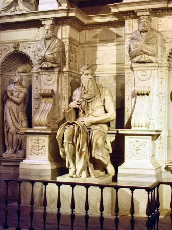 Escultura Moisés de Miguel Angel en iglesia San Pedro in Vincoli en Roma