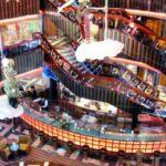 Bar cafetería en el interior del barco de cruceros Costa Serena