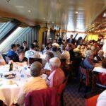 Gran comedor de menú en el barco de cruceros Costa Serena