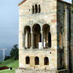 Fachada este de Santa María del Naranco de Oviedo en Asturias