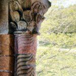 Detalle de una columna de Santa María del Naranco de Oviedo en Asturias