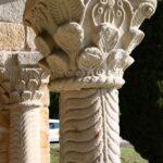 Columnas del balcón este de Santa María del Naranco de Oviedo en Asturias