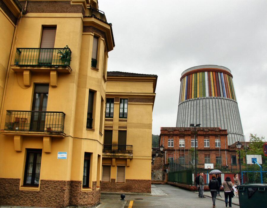 Musi, Museo de la Siderurgia desde el barrio obrero de Urquijo en La Felguera