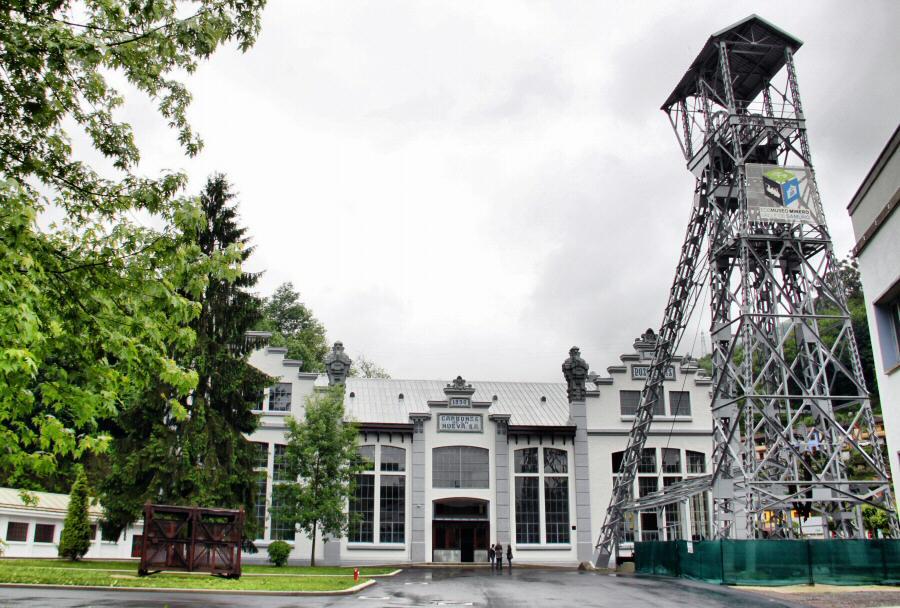 Pozo de San Luis en el Ecomuseo minero Valle de Samuño en Asturias