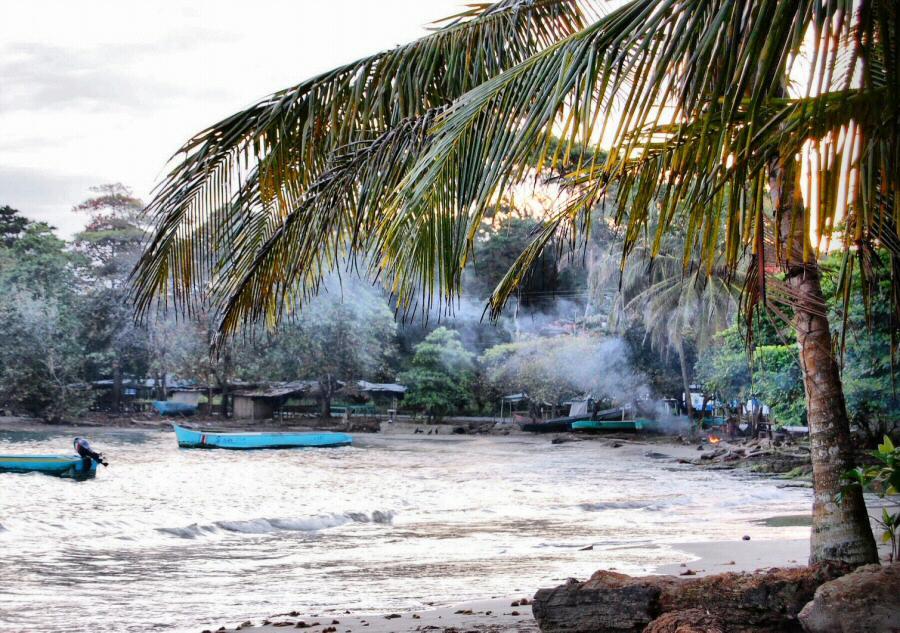 Playa caribeña de Puerto Viejo al sur de Costa Costa