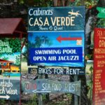 Carteles en Puerto Viejo en el Caribe de Costa Rica
