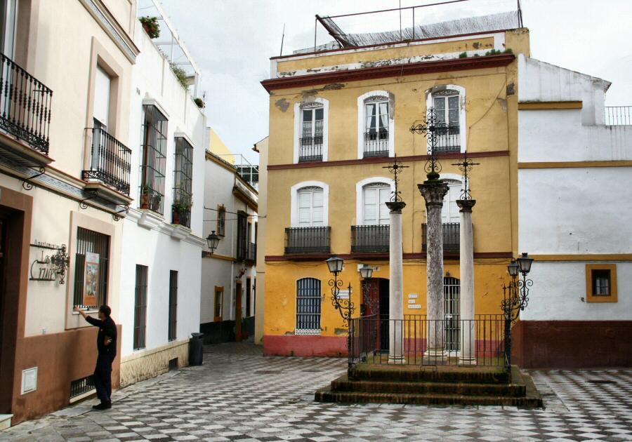 Plaza de las Tres Cruces en el Barrio de Santa Cruz de Sevilla