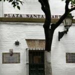 Plaza de Santa Marta en el Barrio de Santa Cruz en Sevilla