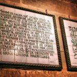 Cartel conmemorativo en la Giralda de Sevilla