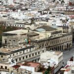 Vistas panorámicas del Ayuntamiento desde la Giralda de Sevilla