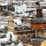 Vistas panorámicas de la iglesia de Santa Cruz desde la Giralda de Sevilla
