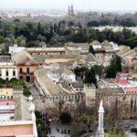 Vistas panorámicas de los Reales Alcázares desde la Giralda de Sevilla